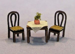 Cafe Table and 2 Chairs Set 1/144th scale